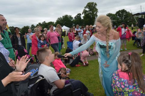 Princess Elsa from 'Frozen' sings with the Funfest crowds