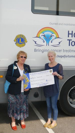 Lions Christine Munday presenting a cheque to her charity - Hope for Tomorrow